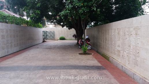 Grafir Dinding (Tembok abadi Taman Makam Pahlawan)